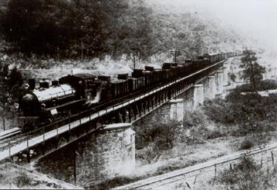 24 Tren de La Robla en puente de Arbuio 1959